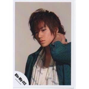 千賀健永(Kis-My-Ft2/キスマイ) 公式生写真/衣装緑×白・背景グレー・口閉じ arraysbook