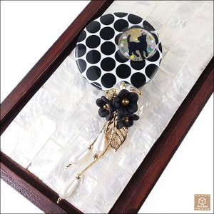 花ビーズ ドットと黒猫ブローチ レジン ビーズ 大人可愛い ハンドメイド 一点物|artboxkyoto