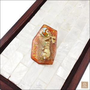 リボンうさぎとランプワークラウンドガラスカボションブローチ レジン 大人可愛い ハンドメイド 一点物|artboxkyoto