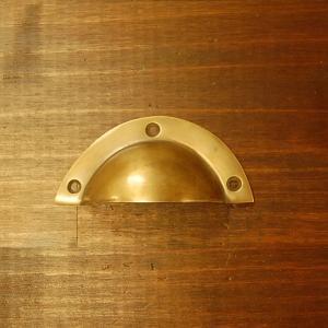 取っ手 真鍮把手 ブラス シェル型 おしゃれ 引き出し インテリアパーツ アンティーク仕上げ 古色仕上げ DIY 付け替え 修理 家具部品 インドネシア直輸入|artcrew