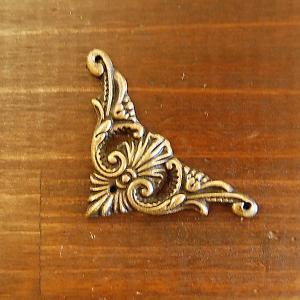 ブラス飾り 角飾り 真鍮金具・インドネシア直輸入・インテリアパーツ・古色仕上げ DIY 家具部品|artcrew