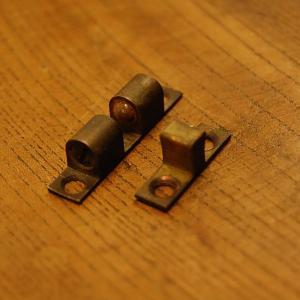 ブラス錠前353 真鍮ボールキャッチ・・・インドネシア直輸入・インテリアパーツ・古色仕上げ|artcrew