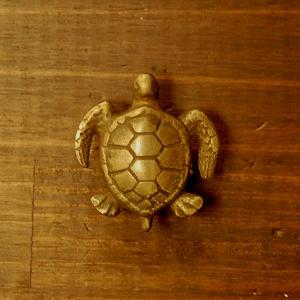 ブラス取っ手 真鍮把手 亀 カメ型 インドネシア直輸入・インテリアパーツ・古色仕上げ アンティーク仕上げ 家具修理 家具部品 DIY|artcrew