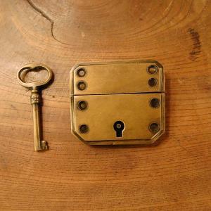 真鍮製鍵セット597 真鍮金具 ブラス Box鍵 インドネシア直輸入・インテリアパーツ・古色仕上げ DIY 日曜大工 手作り家具 部品|artcrew