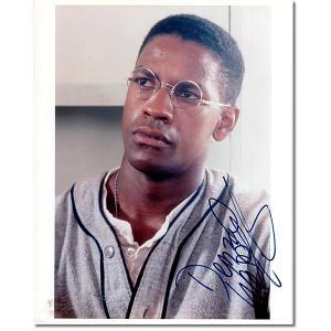 デンゼル・ワシントン (Denzel Washington) 直筆のサインが入ったスチール写真です。...