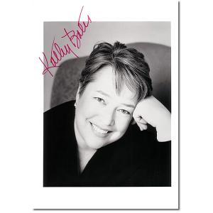 キャシー・ベイツ直筆のサインが入ったスチール写真です。安心の一生涯保証付きのオートグラフ(直筆サイン...