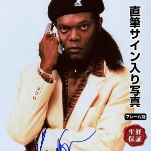 サミュエル・L・ジャクソン直筆のサインが入った、映画『ジャッキー・ブラウン』スチール写真です。安心の...