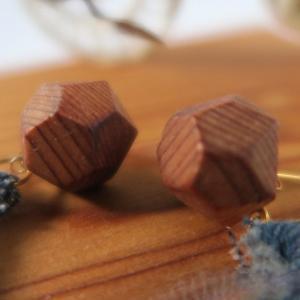 屋久杉 香る ピアス&イヤリング  12mm上杢  デニム&チュール タッセル 付き|artnob