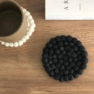 ネコポス送料無料 コースター 羊毛 フェルトボール  10cm グレー ホワイト ブルー レッド ラウンド スクエア【art of black】 artofblackshop
