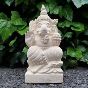 ヒンズー教の商売と学問の神様ガネーシャ。 右手をかざしているのは邪悪を退けるという意味が こめられて...