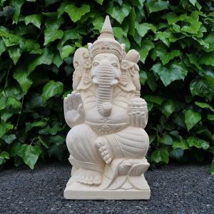 ヒンズー教の神様で商売と学問の神様ガネーシャ。 右手をかざしているのは邪悪を退けるという 意味がこめ...