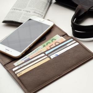 スマホと財布をオールインワンで収納できる スマホ財布です。ちょっとそこまでの外出のとき、 バッグを持...