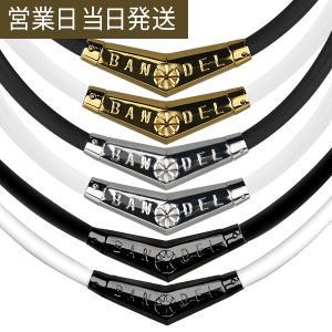 ラバー素材のネックレス部分と、V字型のチタン製ヘッドを組み合わせたスポーツアクセサリーとしてはスタン...
