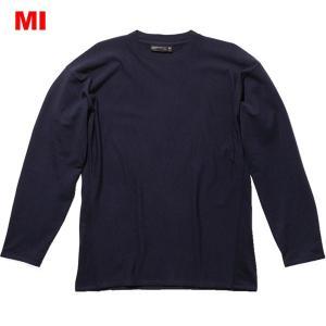 メリノウールの機能性を、日常のさまざまなシーンで実感できる1着。コーディネートの汎用性が高い長袖のカ...