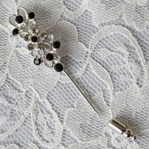 黒とグレーのダイヤをたくさん飾ってかわいくきれい♪ピンブローチ|assure-2|04