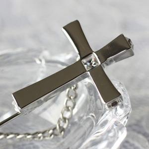 十字架のまわりにダイヤを飾ったピンブローチ|assure-2