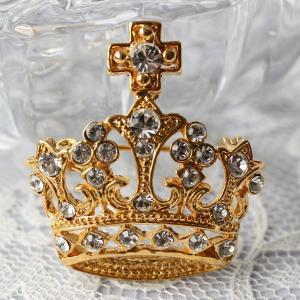 レトロテイストが人気の秘密、飾りが豪華な王冠ブローチ(ゴールド)|assure-2