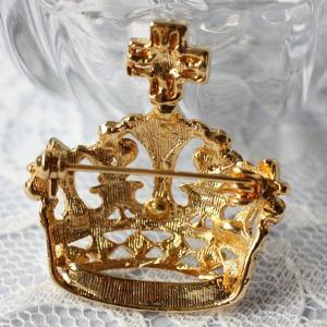 レトロテイストが人気の秘密、飾りが豪華な王冠ブローチ(ゴールド)|assure-2|02