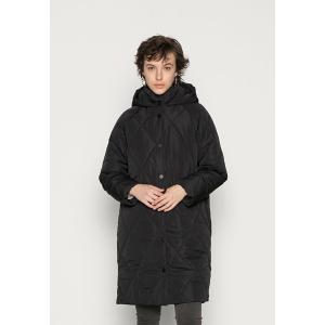 オンリー コート レディース アウター ONLGIOGIA HOOD QUILT JACKET - Winter coat - black astyshop