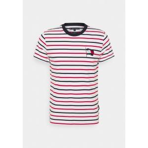 トミー ヒルフィガー Tシャツ メンズ トップス WAVY FLAG STRIPE TEE - Print T-shirt - ecru/desert sky/primary red|astyshop
