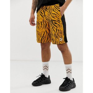プーマ メンズ カジュアル ボトムス Puma Wild Pack shorts in tiger print Orange|astyshop