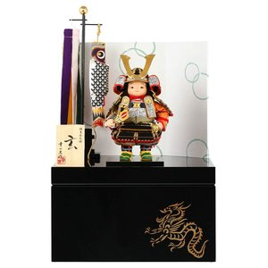 五月人形 幸一光 松崎人形 子供大将飾り 収納飾り 玄 げん 金小札 黒糸威 黒艶塗収納箱 片袖二曲江戸唐紙屏風 鯉幟付 YaekoProject h025-koi-5804|asutsuku-ningyoya