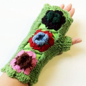 裏フリース ♪ クロシェ モチーフ ニット グローブ〈グリーン〉アームウォーマー ネパール産ウール100% アームカバー 手袋 エスニック 雑貨|atelier-ayumi