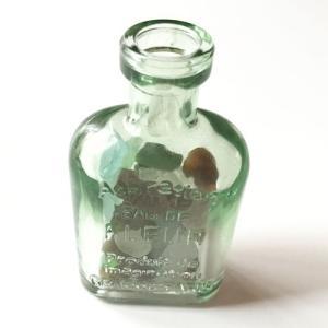 小粒シーグラス クラッシック ガラスミニボトル〈クリアグリーン〉  ガラスの小瓶 天然素材 海の宝石 ビーチグラス ハワイアン雑貨 マリン雑貨|atelier-ayumi