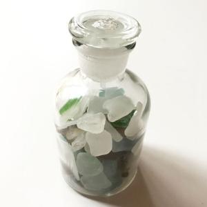 小粒シーグラス 150g入りガラスのボトル 〈クリア〉メディシンボトル 天然素材 海の宝石 ビーチグラス  ハワイアン雑貨  ハンドメイド マリン雑貨|atelier-ayumi