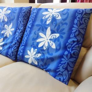 ハワイアンクッションカバー ブルー&ホワイトティアレ 45cm×45cm メール便対応可能 タパ柄 ハワイアンファブリック 日本製|atelier-ayumi