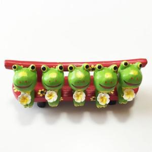 プルメリア を持っている ♪ お座り ベンチカエル 5匹〈 グリーン 〉バリ木彫り アジアン雑貨 バリ雑貨 アニマル木彫り 置物|atelier-ayumi