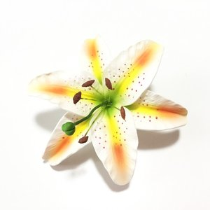 ホワイトリリーへアークリップ(M)〈オレンジホワイト〉カサブランカヘアーピン ハワイアンフラダンスアクセ ユリ|atelier-ayumi