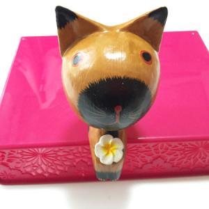 プルメリアを持っている♪ お座り 花持ち カエル BIG オブジェ バリ木彫り アジアン雑貨 バリ雑貨 アニマル 木彫り 置物 atelier-ayumi
