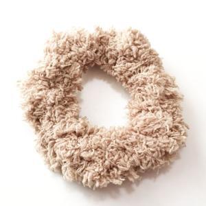 手編みのプードルシュシュ〈モカベージュ〉【送料無料】ハワイアンヘアアクセサリー ふんわりもふもふアイテム クロシェットシュシュ ハンドメイド|atelier-ayumi