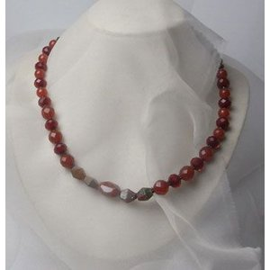 赤メノウ・グラスビーズのネックレス【赤いネックレス1】|atelier-ti