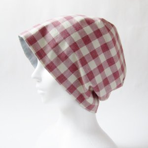 抗がん剤等脱毛時の帽子 ケア帽子 医療用帽子 にも使える 夏に涼しく下地にもなる ゆったりガーゼ帽子 ラズベリー色ギンガムチェック 水色|atelierf