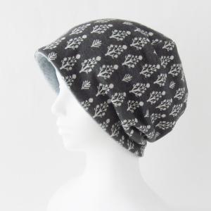 医療用帽子 抗がん剤帽子 脱毛時の帽子 ケア帽子 にも使える ゆるいリバーシブル帽子 樹木柄 ダークグレーのニットとライトグレーのフリース|atelierf