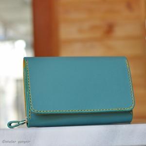 収納性抜群の三つ折り財布 No.2 ブッテーロ|ateliergungnir