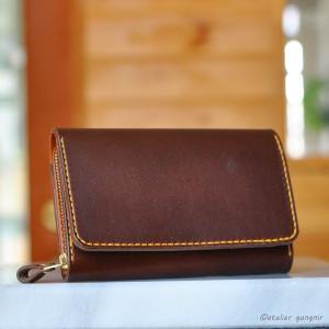 収納性抜群の三つ折り財布 No.3 ブッテーロ|ateliergungnir