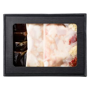 国産牛「とろ小腸」もつ鍋セット (醤油) (国産牛小腸300g×2、もつ鍋つゆ醤油97g×4、にんにくスライス2袋、鷹の爪2袋) [化粧箱入り] 石井食品|atgroup