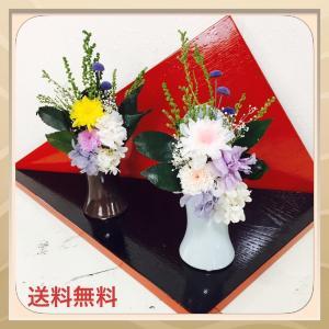 仏花としてご使用いただけるように菊とカーネーションを使ってアレンジいたしました。 お仏壇用の花瓶に生...