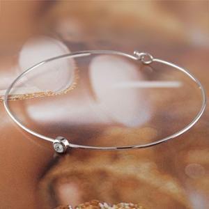 ブレスレット ブルームーンストーン 一粒 ホワイトゴールドk18 バングル 18金 6月誕生石 レディース 宝石