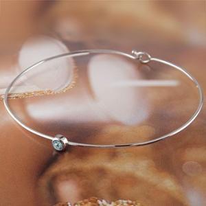 ブルートパーズ ブレスレット 一粒 ホワイトゴールドk18 バングル 18金 11月誕生石 レディース シンプル 人気