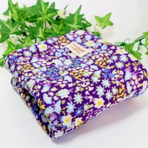 ガーゼハンカチ 8重ガーゼ ハンドメイド パープルフラワー 花柄 25cm タオル 大 祝 プレゼント 粗品 出産 L|atticotti