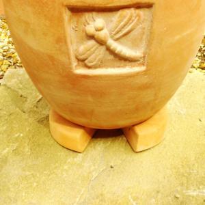 【鉢の通気性】に困っていませんか?  プランターフットを植木鉢の底に使用して床から離すことにより、通...