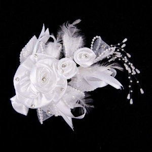 フェザーサテンヘッドドレス コサージュ ヘアアクセ ウェディング ブライダル 花嫁|auro