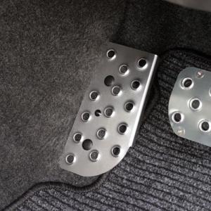 [APIO] アピオ AT車用 ドライバー用フットレスト クリアアルマイト ジムニー JB23W / JB33W / JB43W|auto-craft