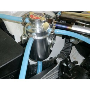 オクヤマ CARBING ≪オイルキャッチタンク 汎用タイプ (容量0.6L, ホースφ15, パイプ平行タイプ)≫【206 015 2】|auto-craft