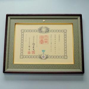 女桑勲記額 木目を生かし、品のある優しさ、いつまでも飽きないように仕上げた額縁です。|awajigaku