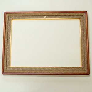 チーク仕上げ勲記額 和室、洋室、どちらにもピッタリに飾ることのできる額縁です。|awajigaku